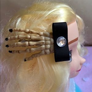 "3"" creepy skeleton hand hair clip for Halloween"